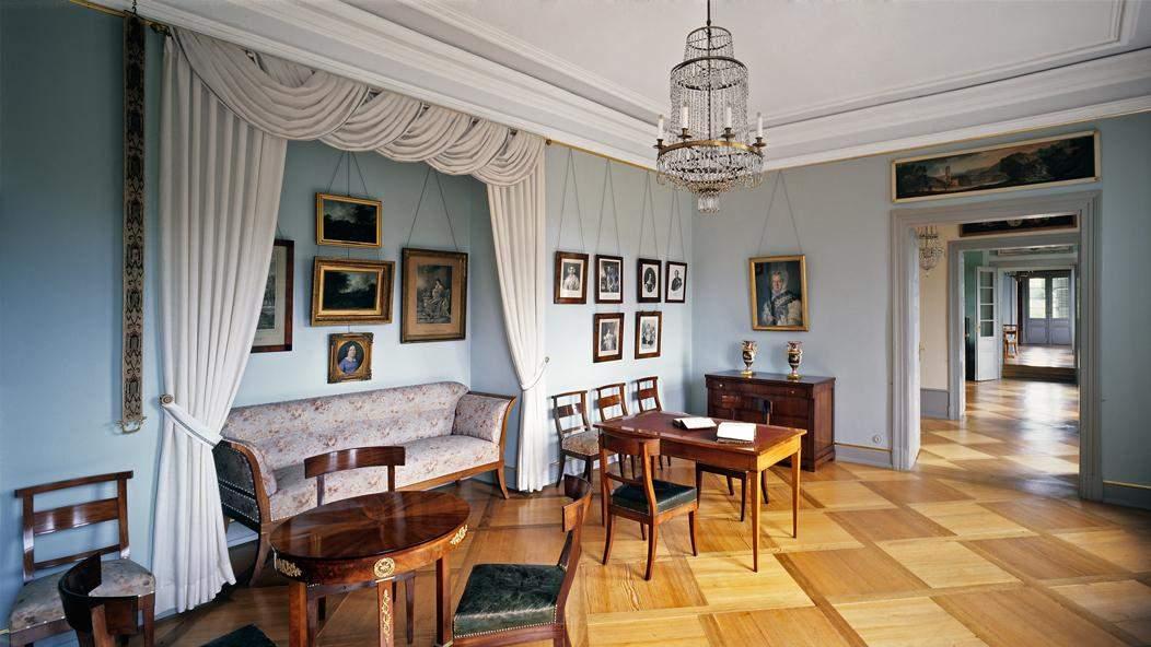 A Biedermeier-style idyll: Duchess Henriette's living room; photo: Staatliche Schlösser und Gärten Baden-Württemberg, Joachim Feist