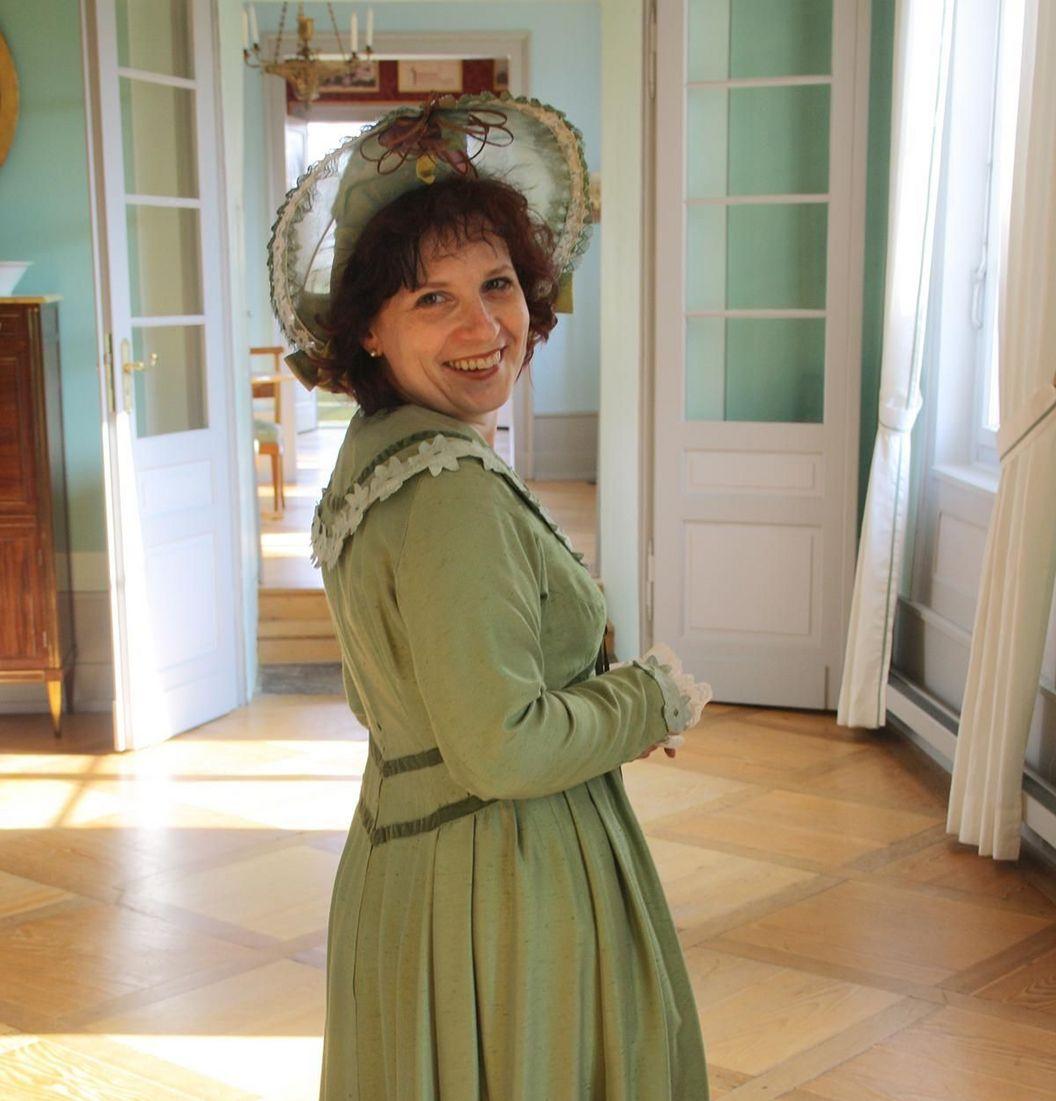 Kirchheim Palace, costumed woman