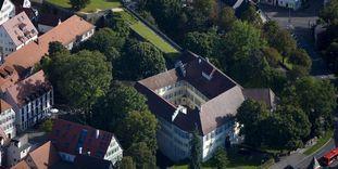 Luftansicht von Schloss Kirchheim mit Kasematten und Bastion